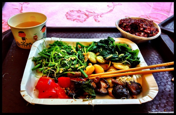 Delicious veggie buffet meal in Taiwan for only US$3.